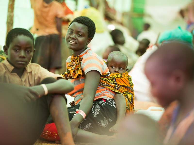 Burundi refugee mum sits with her child in a Tanzania refugee camp