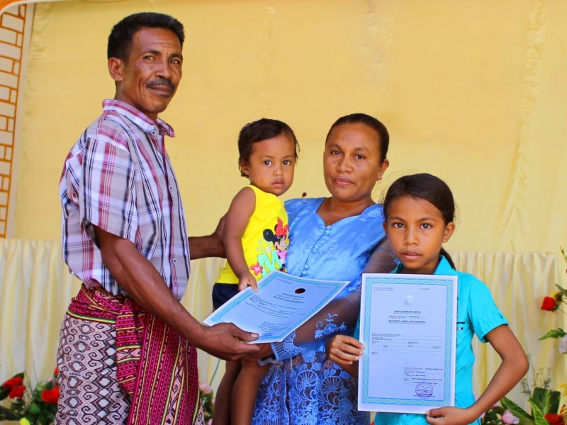 A family in Indonesia has just registered their children thanks to Plan International