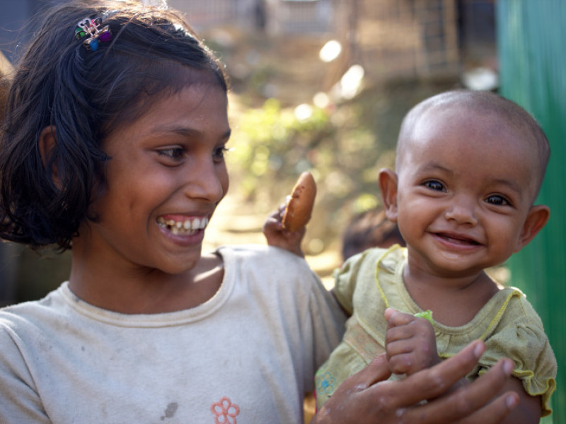 Rejuna with her little sister Jannah in Bangladesh