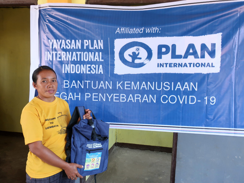 Receiving a hygiene kit in Indonesia