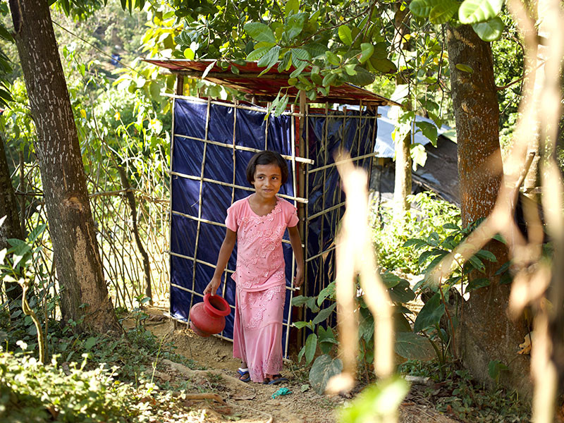 Girl-walking-latrine-rohingya-crisis