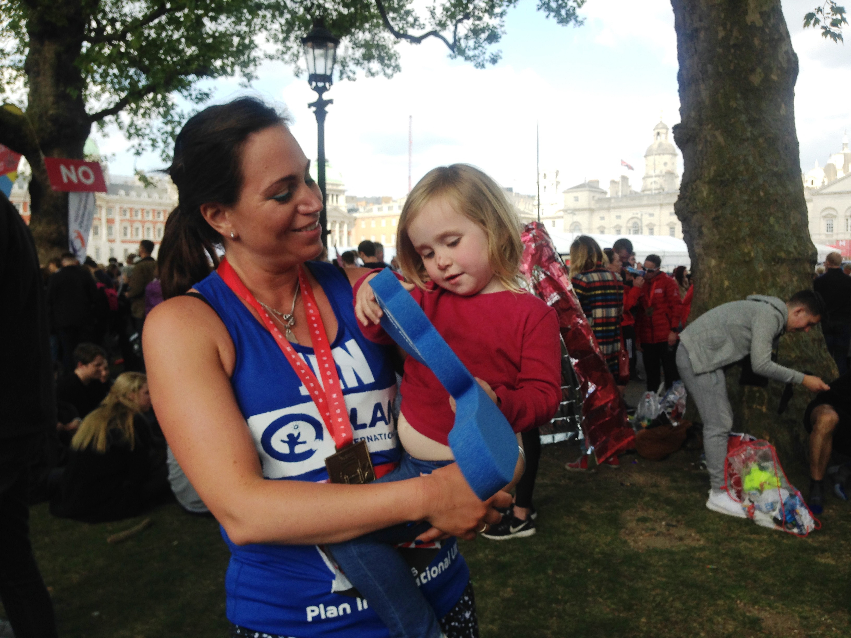 Plan runner Jen and her daughter at the London Marathon