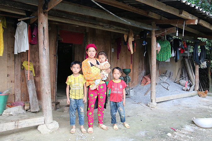 Dia with her children in Vietnam