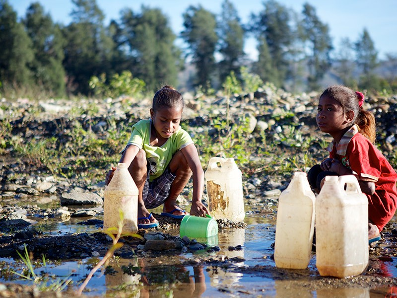 children with water containers