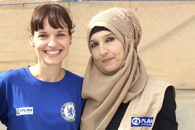 Gemma and Alia, the lead volunteer for Plan International in the Azraq refugee camp