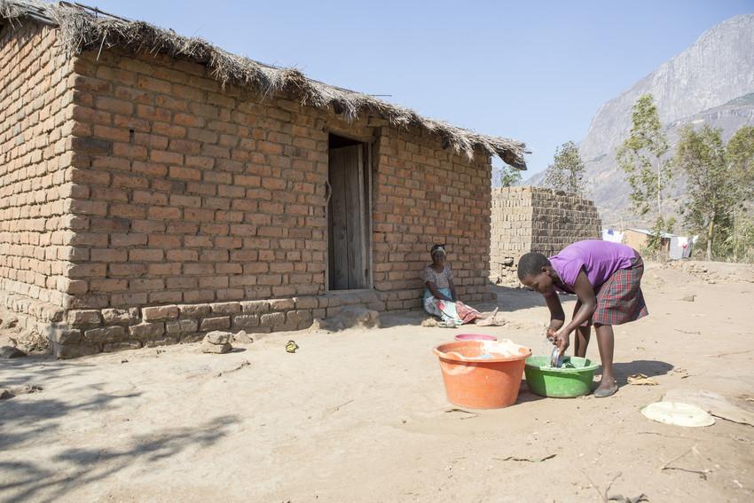 girl washing dishes at home