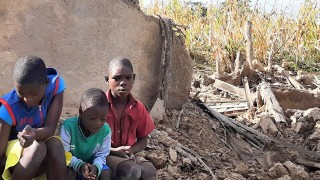 A family affected by cyclone Idai