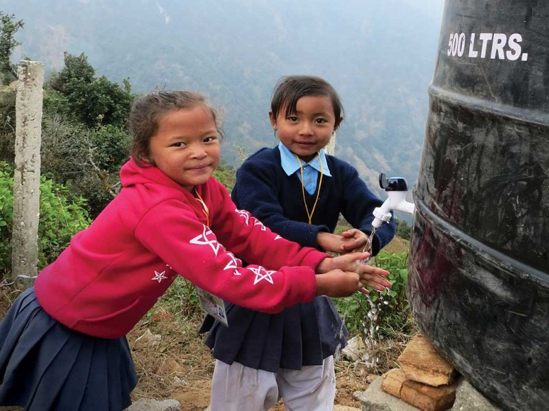 Children-washing-hands-Nepal.